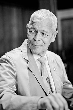 A portrait of Julian Bond by Eduardo Montes-Bradley, used with permission under a Creative Commons Attribution-Share Alike 4.0 International license.